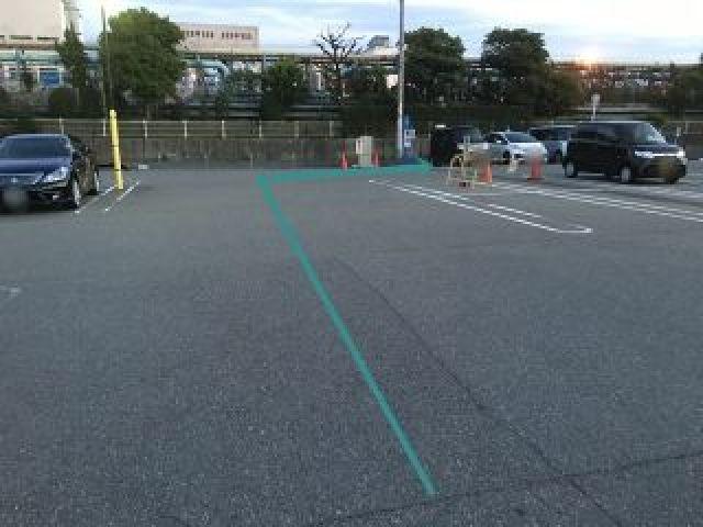 【場内道順2】突き当たりを「右折」した先にakippa駐車場があります。