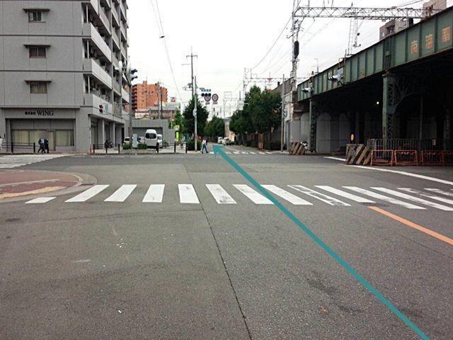 【道順1】難波中2交差点」を「今宮戎駅」方面にお進みいただき、「今宮戎駅前交差点」を直進してください。