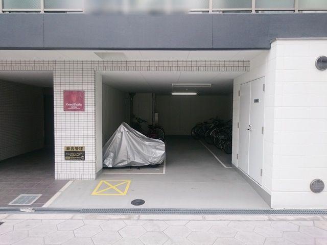 屋内のバイク専用駐車場です。