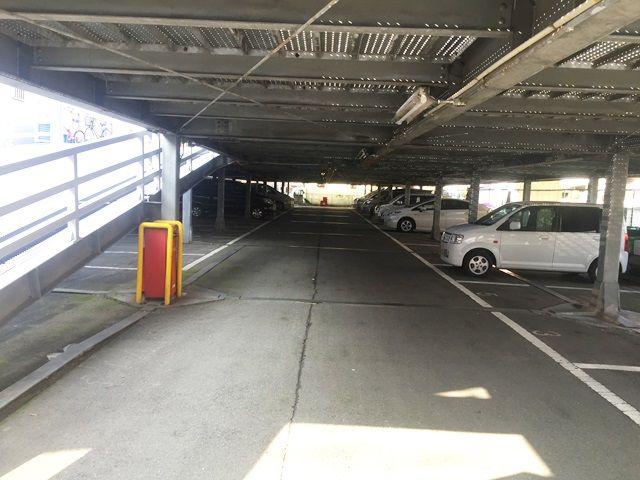 【道順7】駐車場内の全体写真です。
