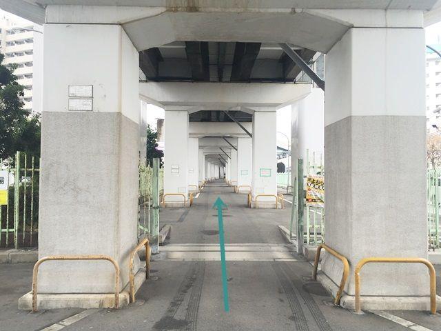 3.駐車場入口の写真です。