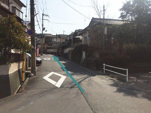 【道順6】トンネルを通過後、道なりに直進してください。