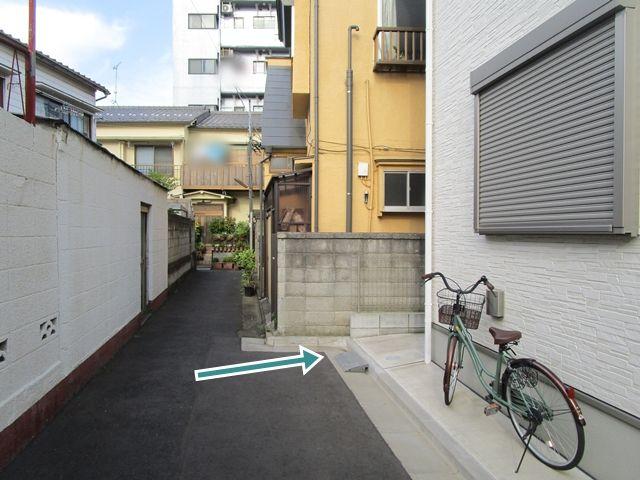 【順路3】住宅裏側のバイク専用スペースがございます