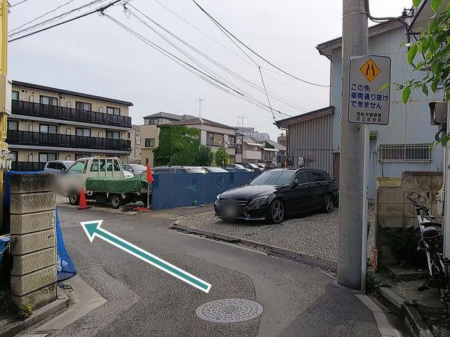 【順路3】道なりに進みます。道路が狭くなっていますので、ご注意ください