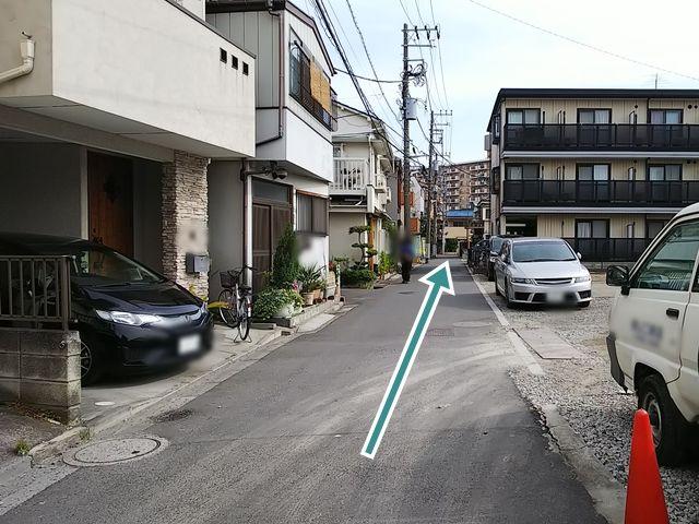 【順路4】道なりに進みます。道路が狭くなっていますので、ご注意ください