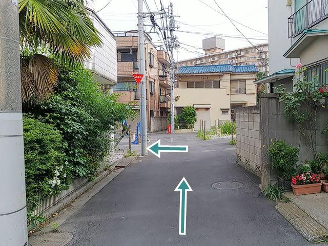 【順路6】突き当り手前に入口があります。ロープがありますのでご注意ください