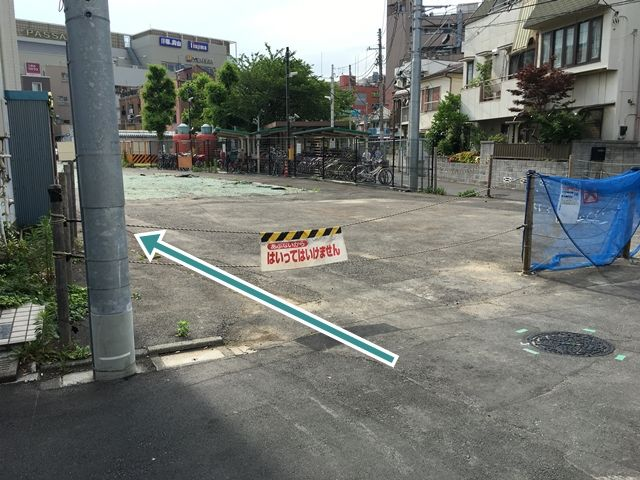 【順路7】駐車場入口にロープがありますので、ロープを外して進入ください