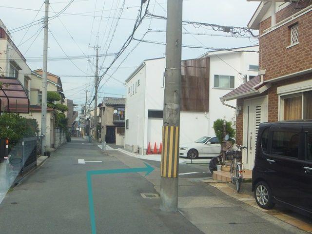 左折後、東向きの一方通行道路へ右折