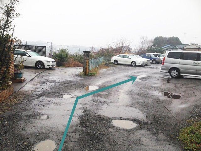 【道順5】右側がご利用駐車場になります。予約したスペースに駐車してください。