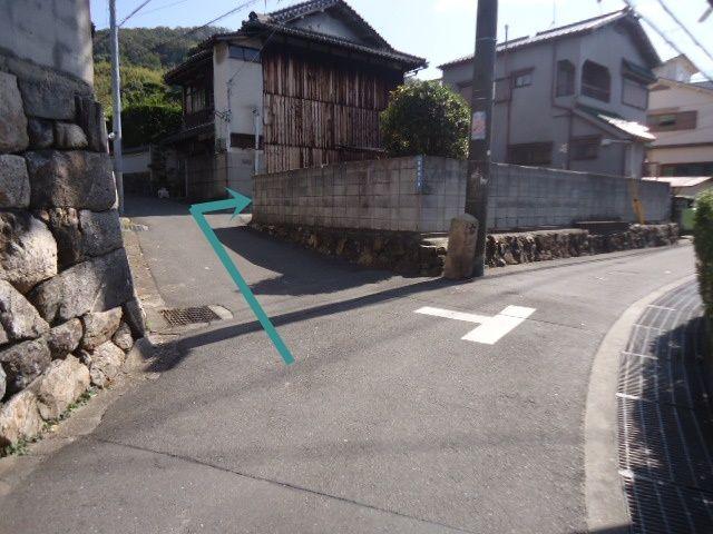 左折後、すぐ右折すると駐車場です。