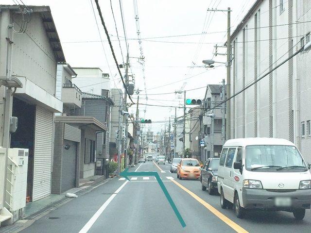 【道順6】1つ目の信号を「左折」してください。