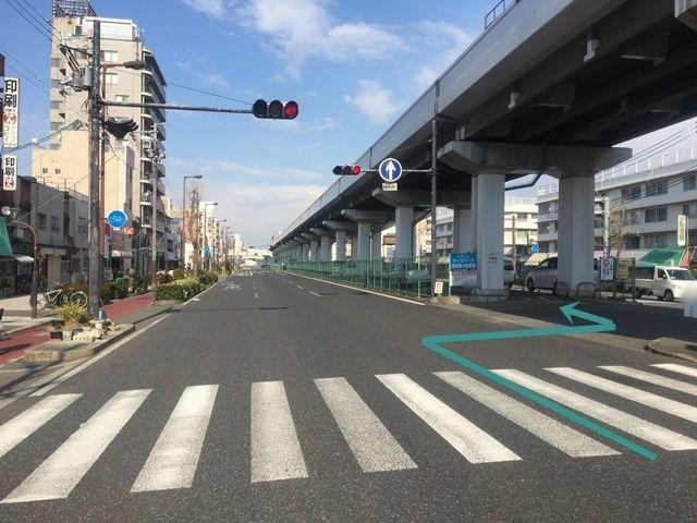 1. 国道172号線(みなと通)「港晴2交差点」を「大阪市中央体育館」方面へ「北東」に進み、1つ目の信号の「右側」に駐車場入口がありますので、そこを「右折」してください。
