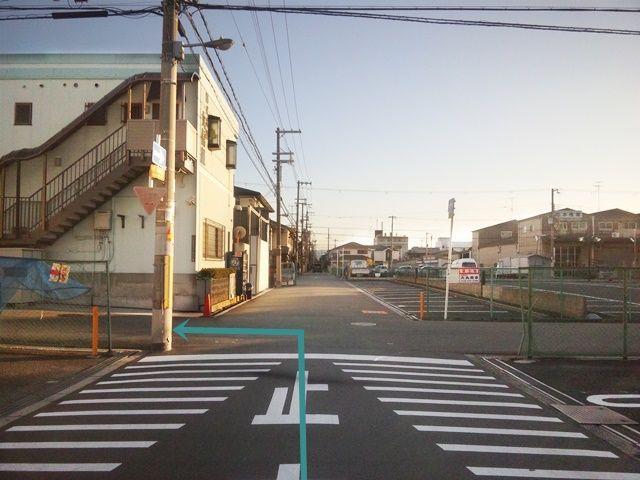 【道順2】2つ目の十字路を「左折」してください。