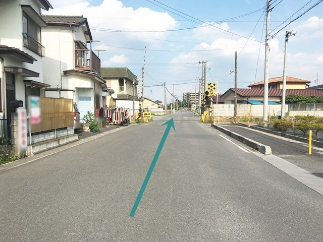 【道順1】県道30号線と県道114号線の交わる「上野交差点」から南へと進み、1つ目の信号を「左折」後、直進してください。