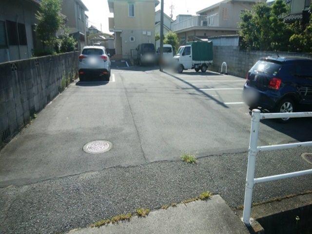 川側から見た駐車場