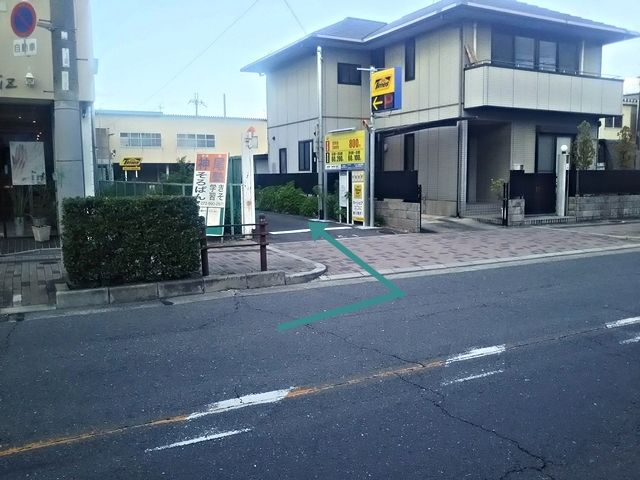 1.駐車場入り口です