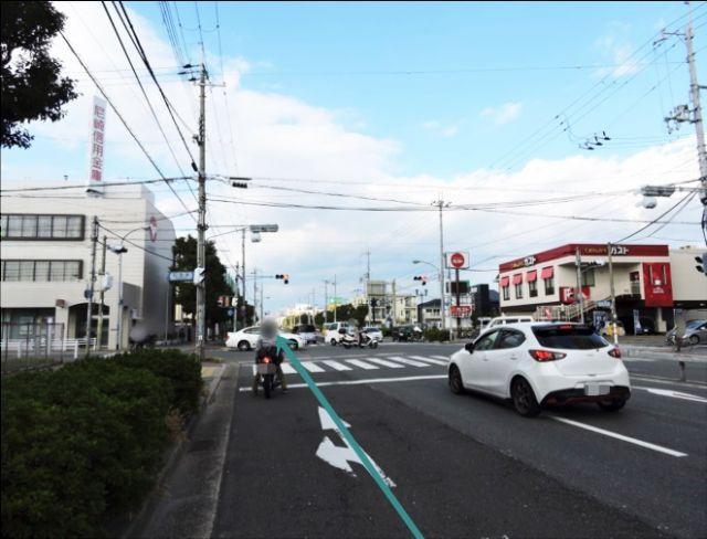 【道順1】武庫川女子大学前の「鳴尾交差点」から「学文中学校」方面へ「北」に直進してください。