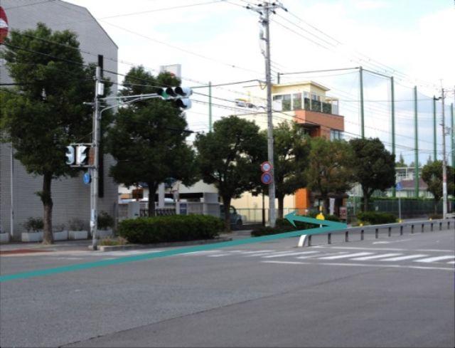 【道順2】「尼崎信用金庫鳴尾支店」を過ぎてすぐ「左側」に駐車場出入口があります。