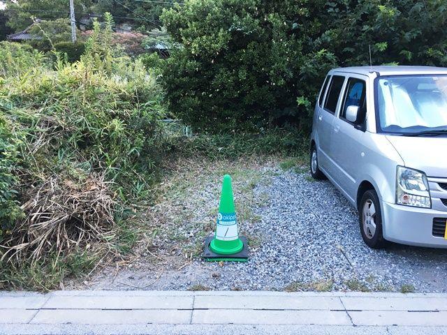 akippa駐車場のカラーコーンの色は「緑」です。