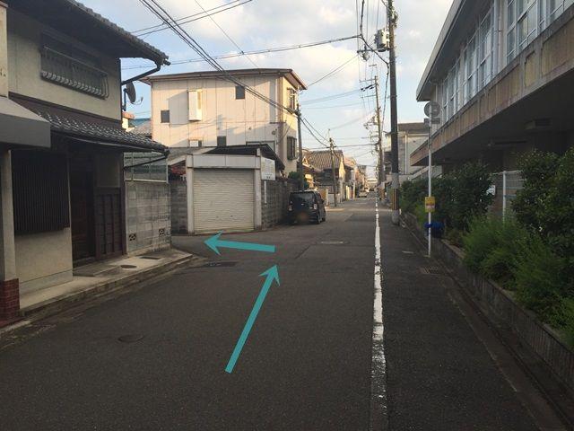 【道順4】直進し、次の角を左折してください。