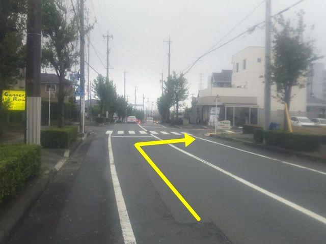 【道順2】磐田富士見郵便局を少し越えると、横断歩道がございますので、右折してください。