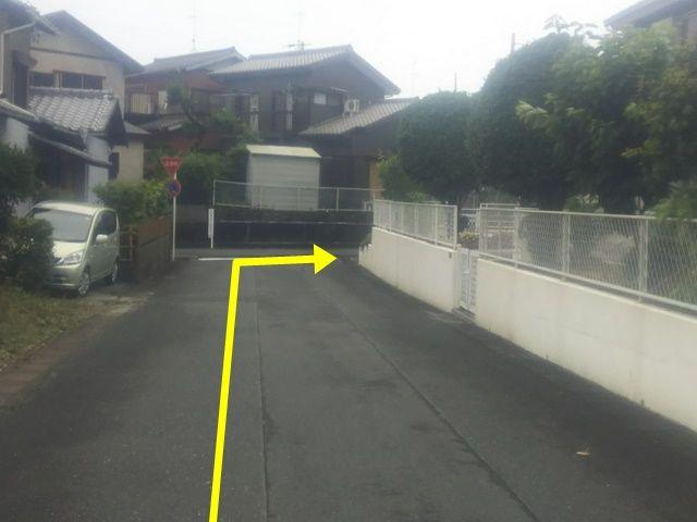 【道順4】直進すると突き当りにT字路がございますので、右折してください。
