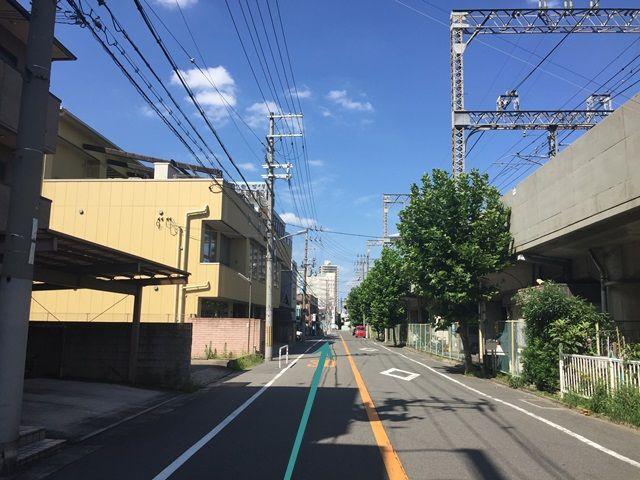 【道順1】京阪本線「土居駅」から「守口市駅」方面へ「北東」にお進みください。