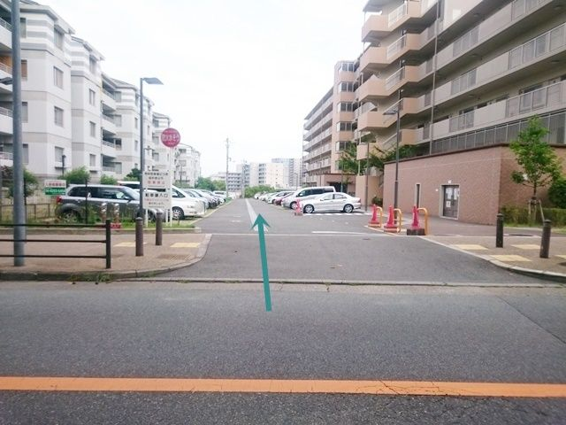 【道順1】駐車場入口の写真です。