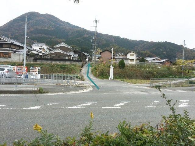大和高田バイパスより南へ左折後直進。左側に当駐車場がございます。