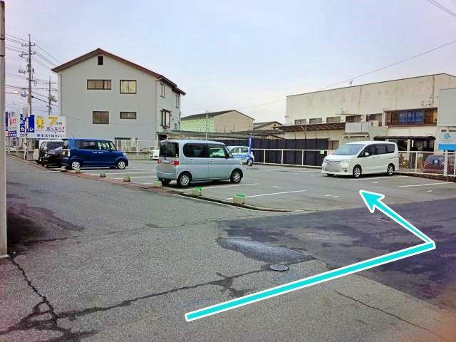駐車場西口道路からの入り口