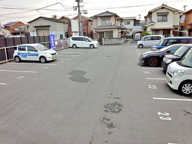 駐車場奥からみた全景