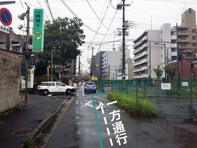 【道順3】2つ目の交差点を「右折」してください。