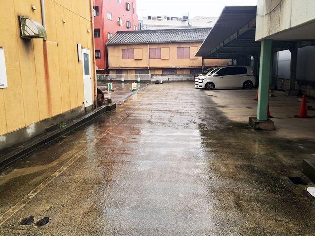 【道順9】駐車場内の写真です。