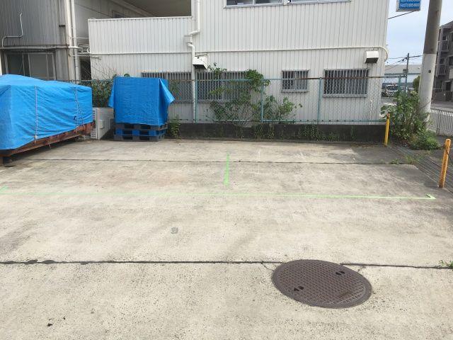 駐車スペース1番(左側)と駐車スペース2番(右側)
