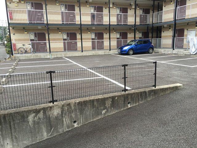 【道順6】駐車場の写真です。ご予約時のスペースに駐車してください。
