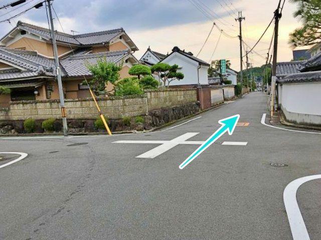 駐車場への道路入り口(東側から)