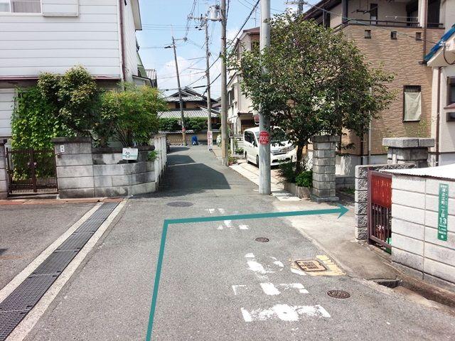 【道順3】こちらを右折していただき、ご予約時のスペースに駐車してください。