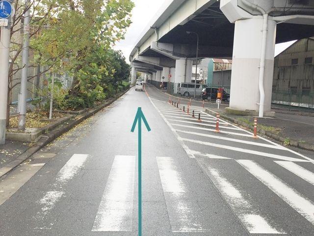【道順1】「御幣島6」の交差点から西へ進み、高架下の交差点を右折して下さい。