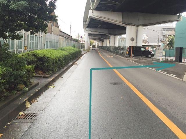 【道順3】対向車線に注意して、場内へ入って下さい。