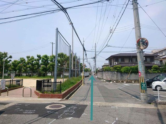 【道順3】「朝陽公園」を左手に道なりに直進してください。