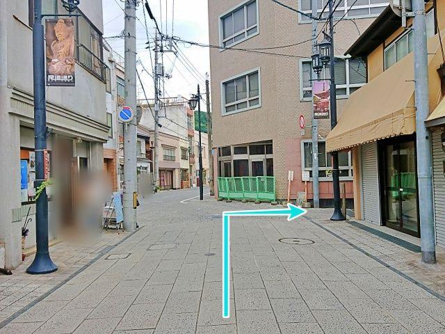 尾道駅方面から見た駐車場入口