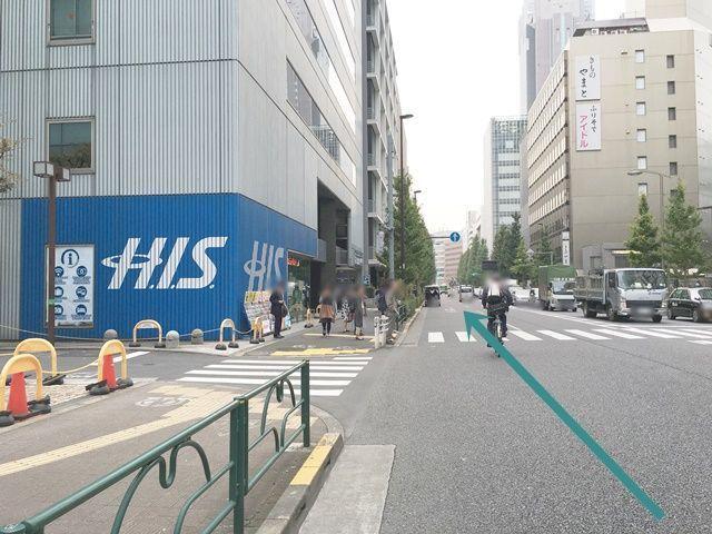 【道順1】明治通り(都道305号線)を新宿駅方面から「南」へと向かって進んでください。