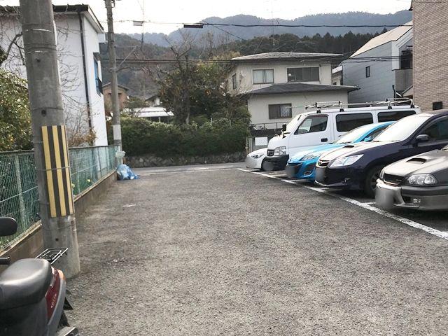 駐車場内から