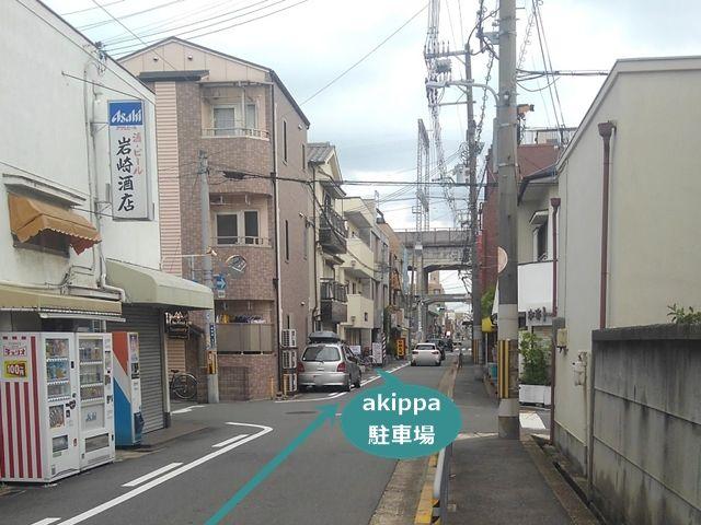 5.画像の十字路を直進してすぐ左手に駐車場がございます。