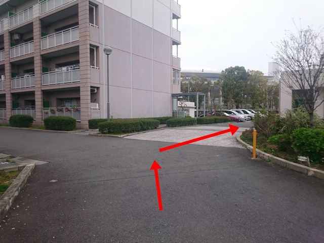【道順2】矢印に沿って直進してください。
