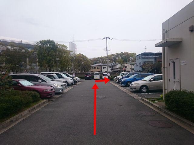 【道順4】突き当り「右折」してください。