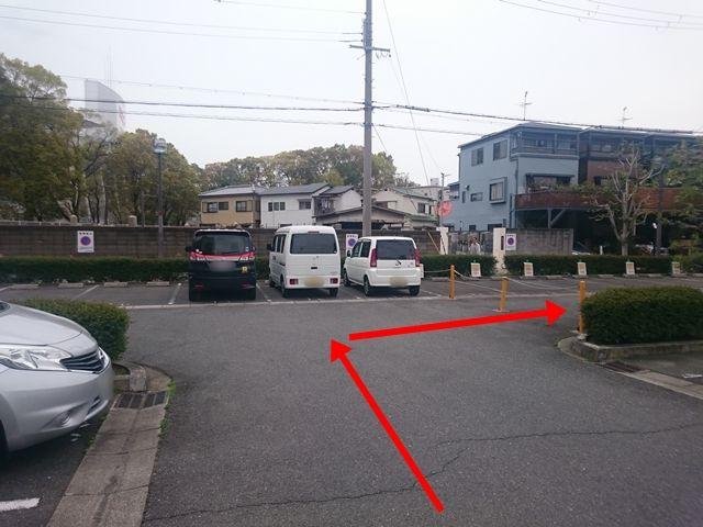 【道順5】右折していただくと、ご利用駐車場があります。