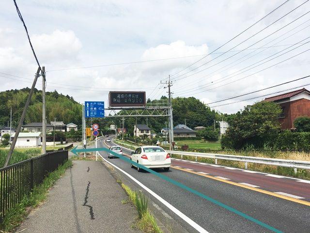 【道順1】国道51号線「酒々井駅入口交差点」から「北東」へ進み、1つ目の信号も直進すると電子版が見えてきますので、そこの角を「左折」してください。