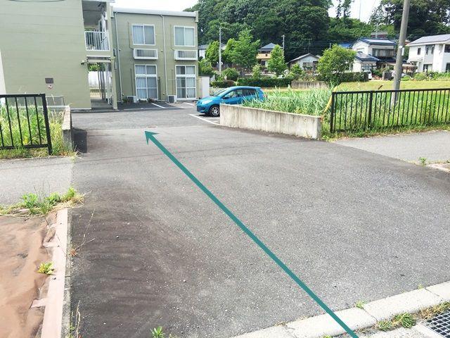 【道順3】歩行者等に気をつけて進入し、ご予約時のスペースに駐車してください。
