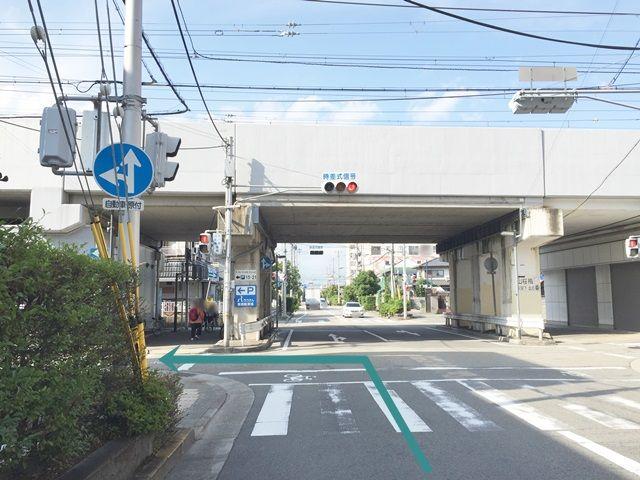 【道順1】国道43号線の「高潮交差点」から阪神本線の線路方面へ向かって進み、1つ目の信号を「左折」してください。
